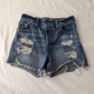 [LEVI'S] Distressed Denim Shorts